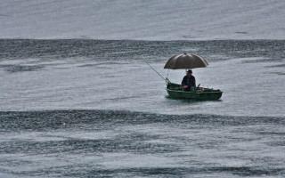 Влияние ветра на клев и ловлю рыбы